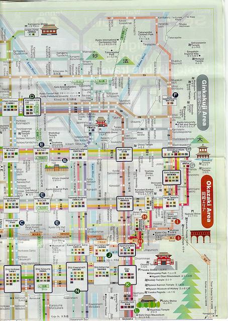 ตอนไปซื้อบัตรรถเมล์ทั้งวัน 500 เยน คุณจะได้รับแจกแผนที่ Bus navi มาด้วย  ใช้แผ่นนี้เลยครับ มีระบุป้ายรถเมล์ทุกที่มีเส้นทางรถเมล์ทุกสาย  แยกเป็นสีๆเห็นชัดเจน ...