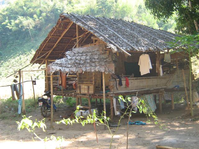 พี่ครับช่วยสอนวิธีการทำบ้านไม้ไผ่หลังคาตองตึงหน่อยครับ  A12595968-28